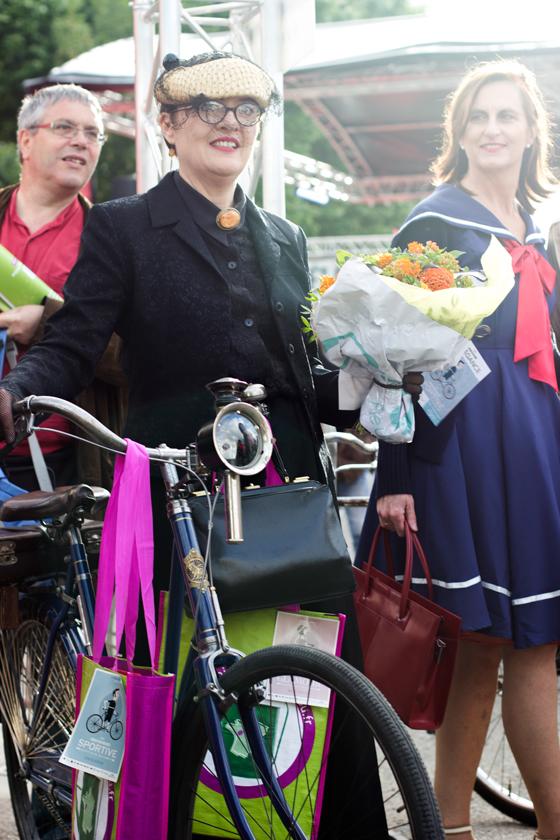 anjou velo vintage, vintage style, bike lady, vintage style pageant, elegant lady, bike pretty, bikepretty, pretty bike, cycle style, fashion bike, bike fashion, bike chic, bike style, cycle chic, outfit ideas, bike skirt, edwardian bike style