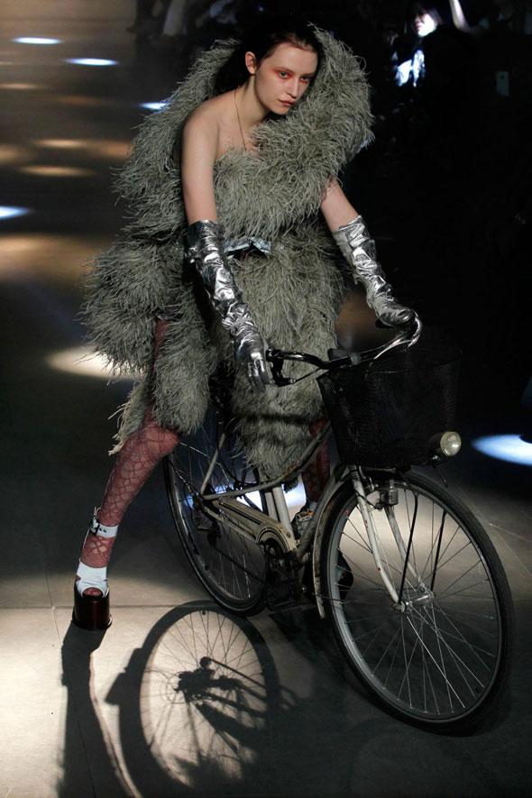 Vivienne-Westwood-Bike-Pretty-Cycle-Fashion201402287
