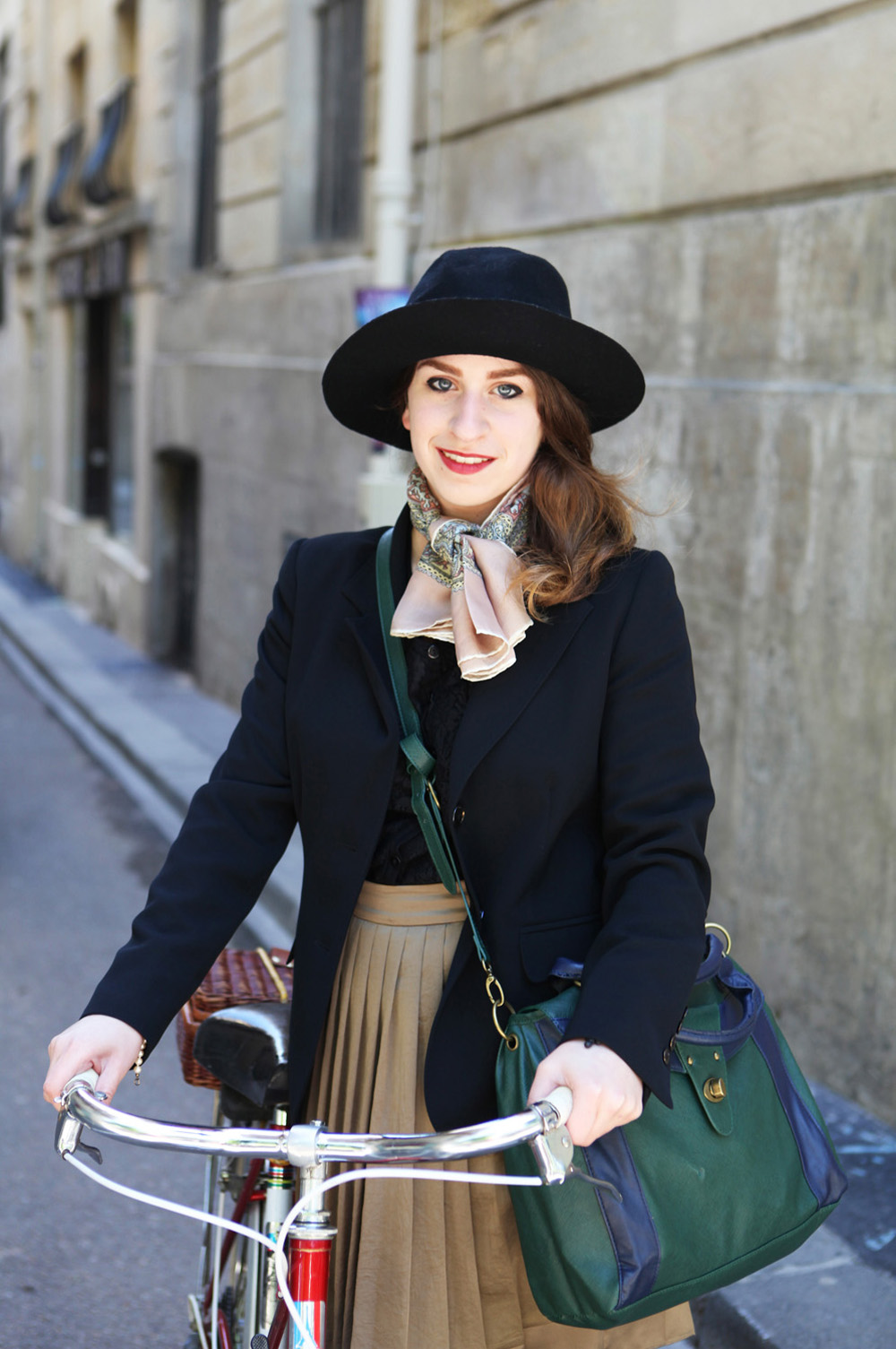 Beret-Baguette-Paris-Bike-Pretty-Bike-Fashion-Photo-Kelly-Miller-4