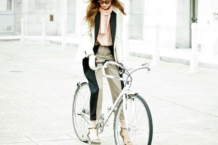 girls on linus bikes
