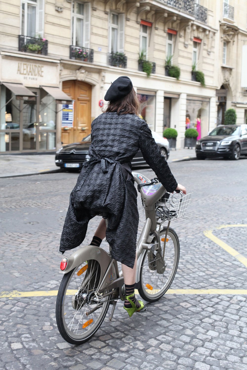 Bike-Pretty-Paris-Bike-Fashion-Velib-1.jpg