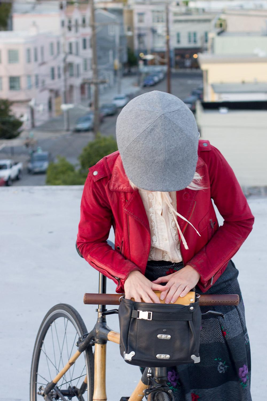 handlebar-bag-and-cool-helmet-for-stylish-biking.jpg