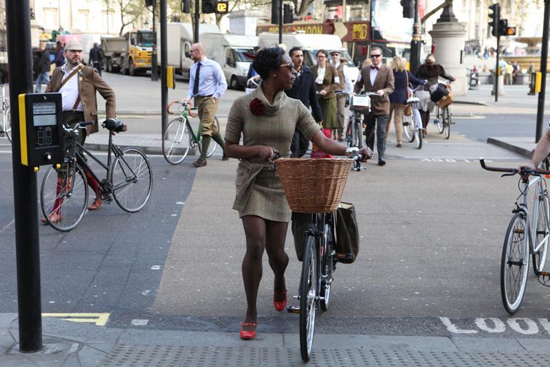 Jools Walker, aka @LadyVelo herself crossing Trafalgar Square en route to the 2015 Tweed Run.