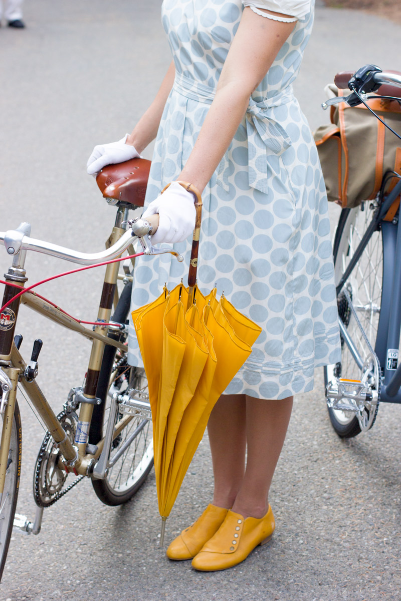 Lovely details in Charlie's ensemble. I adore the white gloves and the matching mustard yellow parasol and slippers.