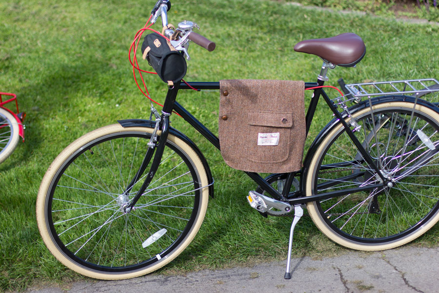 Clever DIY tweed frame bag made from a wool jacket.