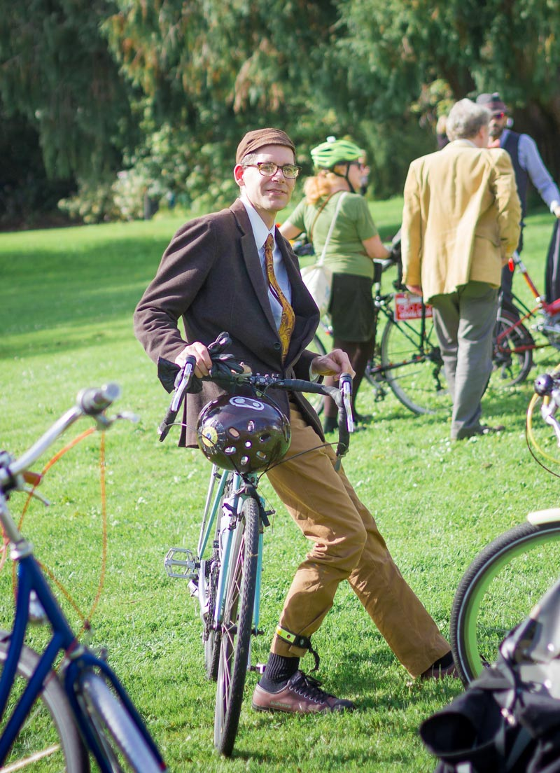 This outfit would also be fantastic for Bike-To-Work Day.