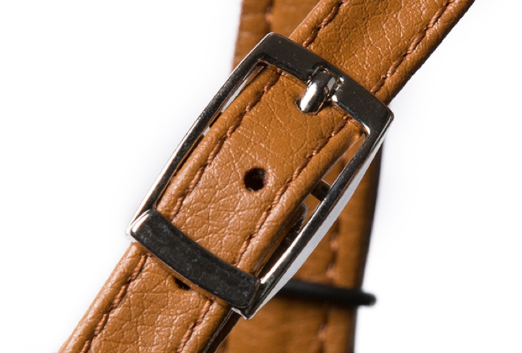 Stay comfortable and sweat free with vegetan leather straps, a microfiber material.