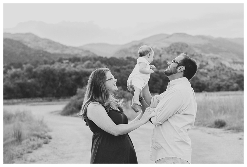 TravelingPhotographer_ManitouSpringsCO_Garden_of_the_Gods_Family_Session_Steven&Briana_PattengalePhotography_0743.jpg