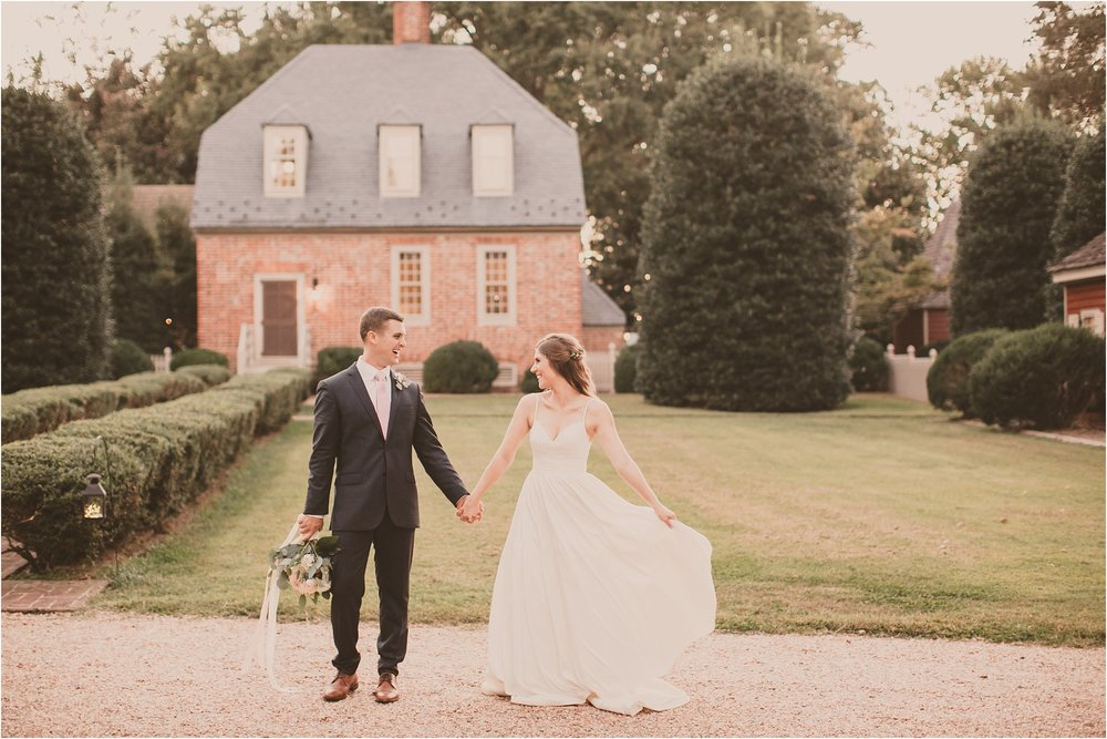 PattengalePhotography_BohoWedding_RichmondVirginia_Photographer_SevenSprings_Manor_Estate_Wedding_Hannah&Thomas_Elegant_Fall_Bohemian_blush_gold_farm__0096.jpg