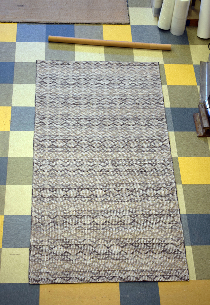 Madison Triangle Grey 4' wide runner