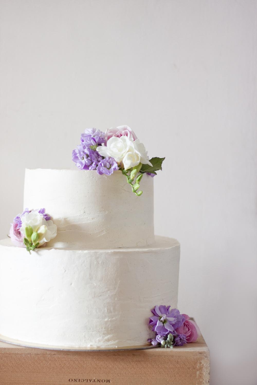 white-tiered-cake-jade-seah-wedding