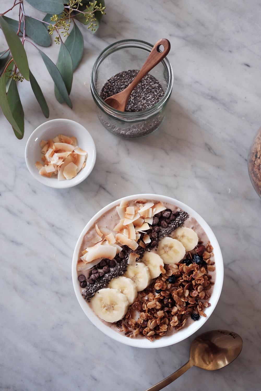 Banana-Cacao-Smoothie-Bowl