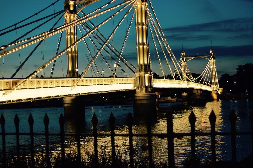 bridgeoverriverthames