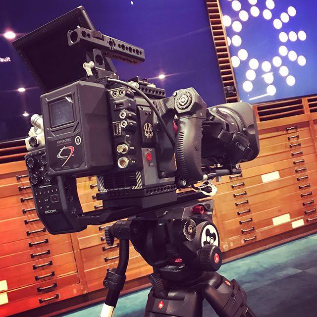 Beastmode. Swipe left. 💪 •••• #red #redcinema #redscarletw #canon #canoncinema #servozoom #bigasslens #kitsplit #todaysjob #actuallyyesterday #ted #tedx #tedxtalks #workreimagined #cameraoperator #bigrig #bigdork #72andsunnyla