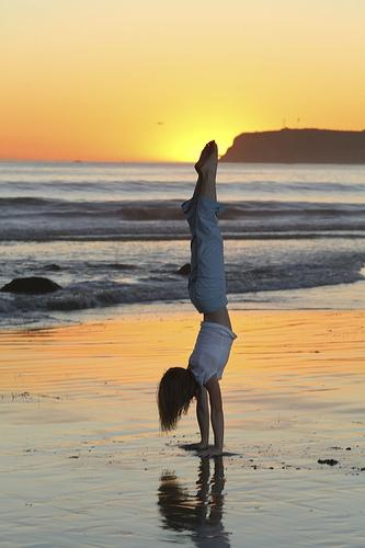 beach handstand (munnecke).JPG