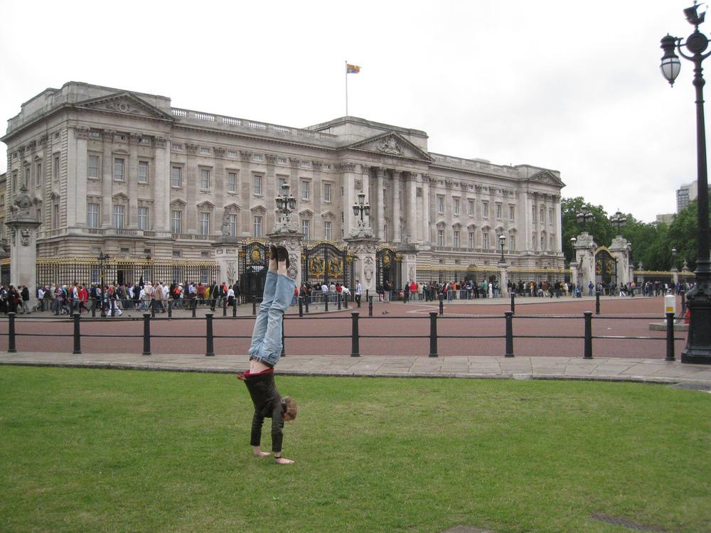 Buckingham Palace handstand.jpg