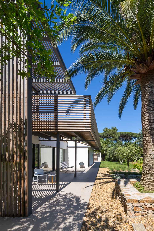 maison en bois provence cheap de maison moderne ouverte sur luextrieur aix en provence with. Black Bedroom Furniture Sets. Home Design Ideas