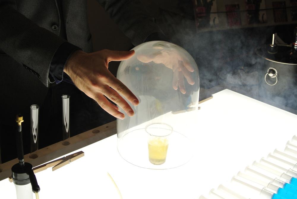 Bar magique cuisine mol culaire les illusionnistes for Cuisine moleculaire paris