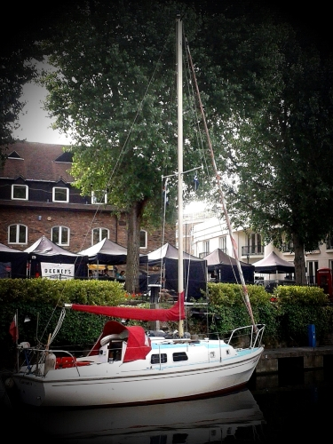 💚A few hours for two people sailing along the Medway 💚A week day in the Summer of 2018 💚A light lunch and a glass of Prosecco