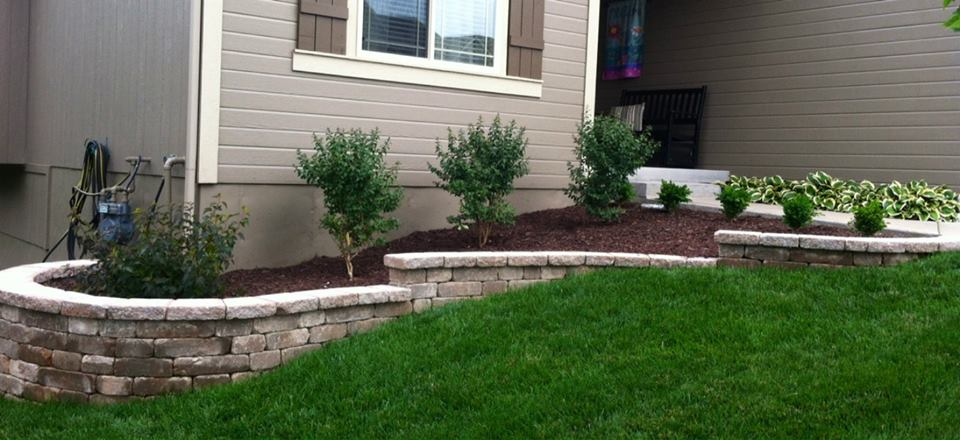 A finished garden wall hardscape in Raymore, MO.
