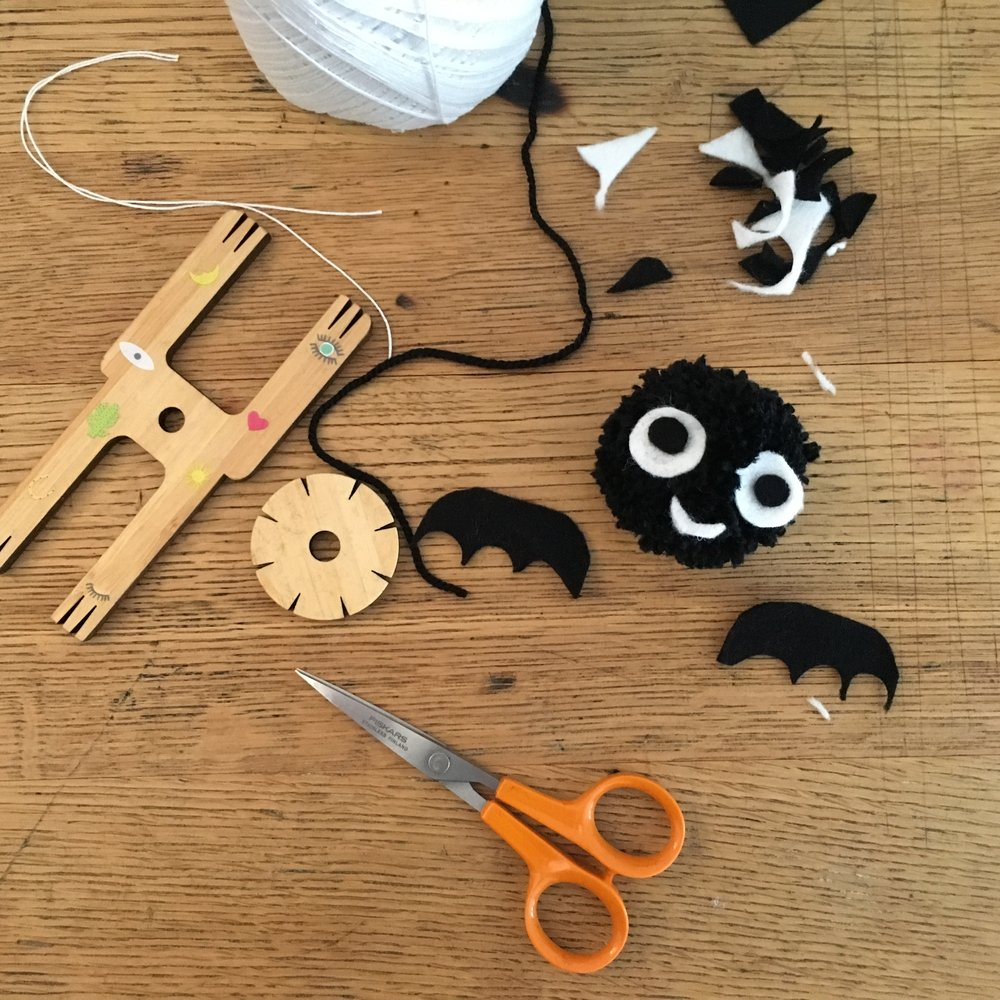 how to make a pom pom bat