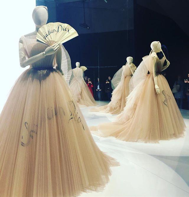Dior❤️ #dior #london #fashionexhibition #just pure and beautiful