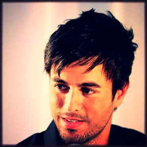MTV News :  Enrique Iglesias Delivers a Rugged Musical Valentine