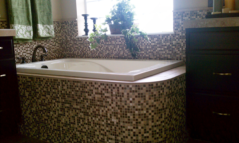 Hunter Homes Master Bath - Tub Deck -