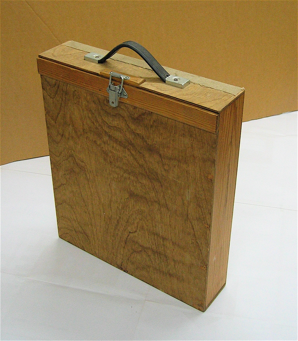 Box for 14 x 12in size boards made with a single piece hinged top lid.