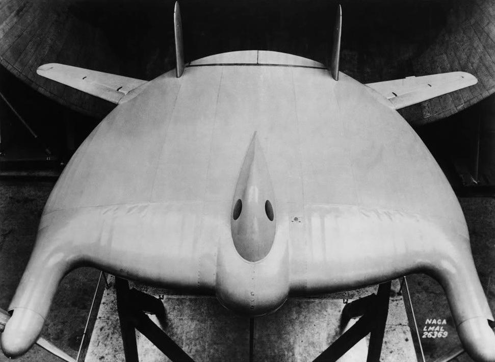 Test en soufflerie d'une maquette de V-173.