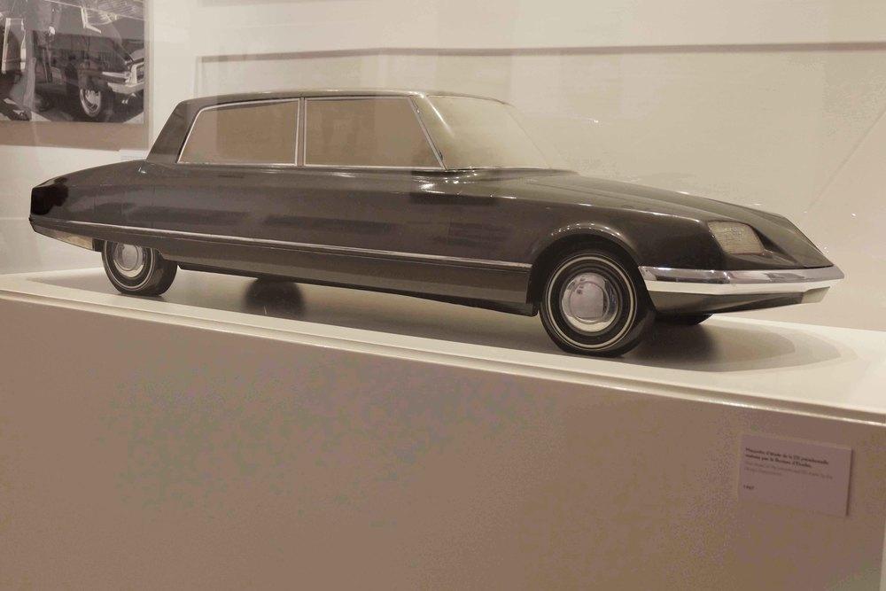 Maquette d'étude de la voiture présidentielle réalisée par le bureau d'études en 1967.
