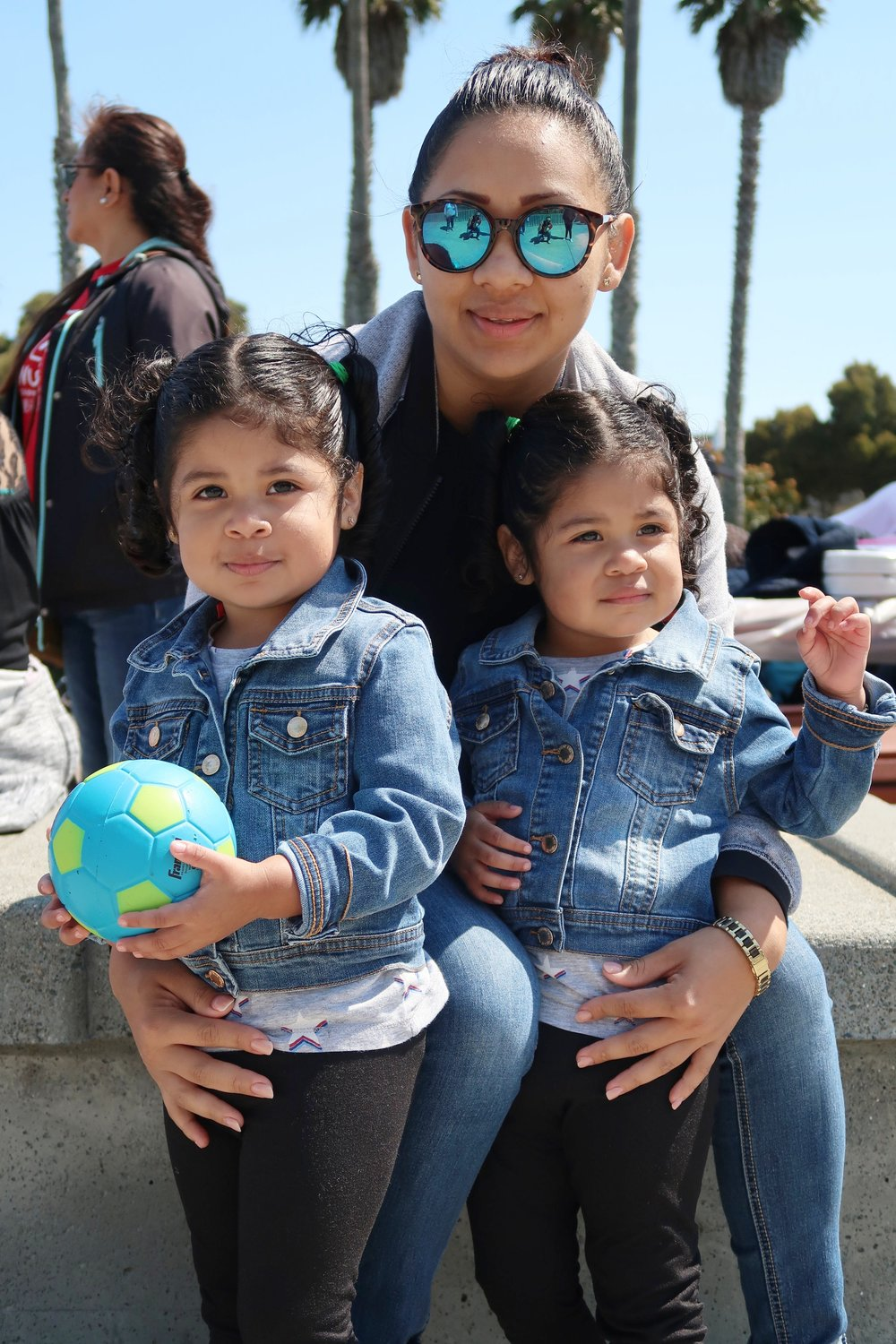 Eva and her daughters, Genesis and Litzy