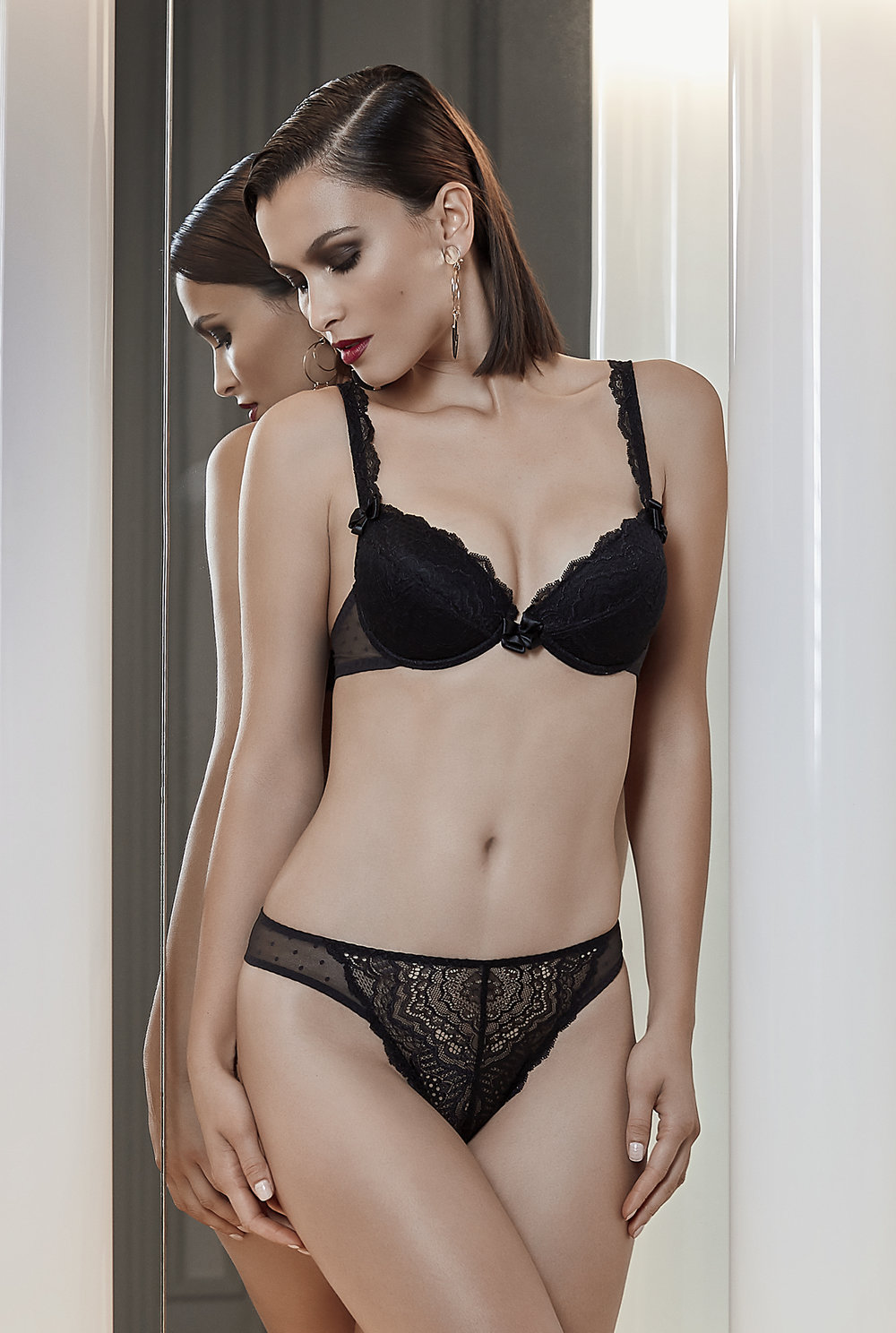 Désir d'un Soir   push-up amplimousse (with removable coussinets), sizes 85 to 90 a ; 85 to 95 b; 85 to 90 c ; 95 c : $73  String, sizes 38 to 46 : $39