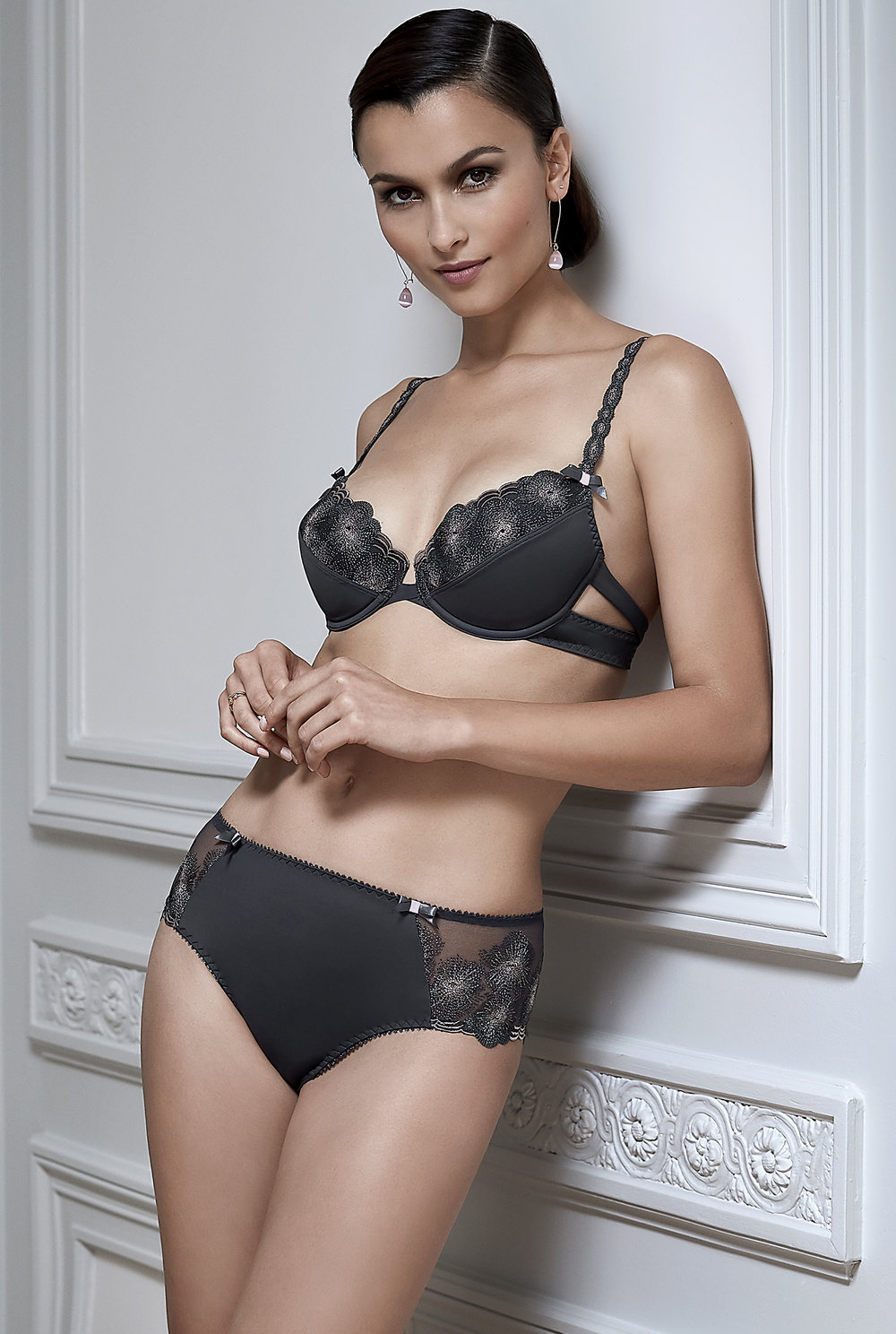 Divin'Elle   push-up amplimousse, sizes 85 to 90 a ; 85 to 95 b, c : $86  Shorty string, sizes 38 to 46 : $55