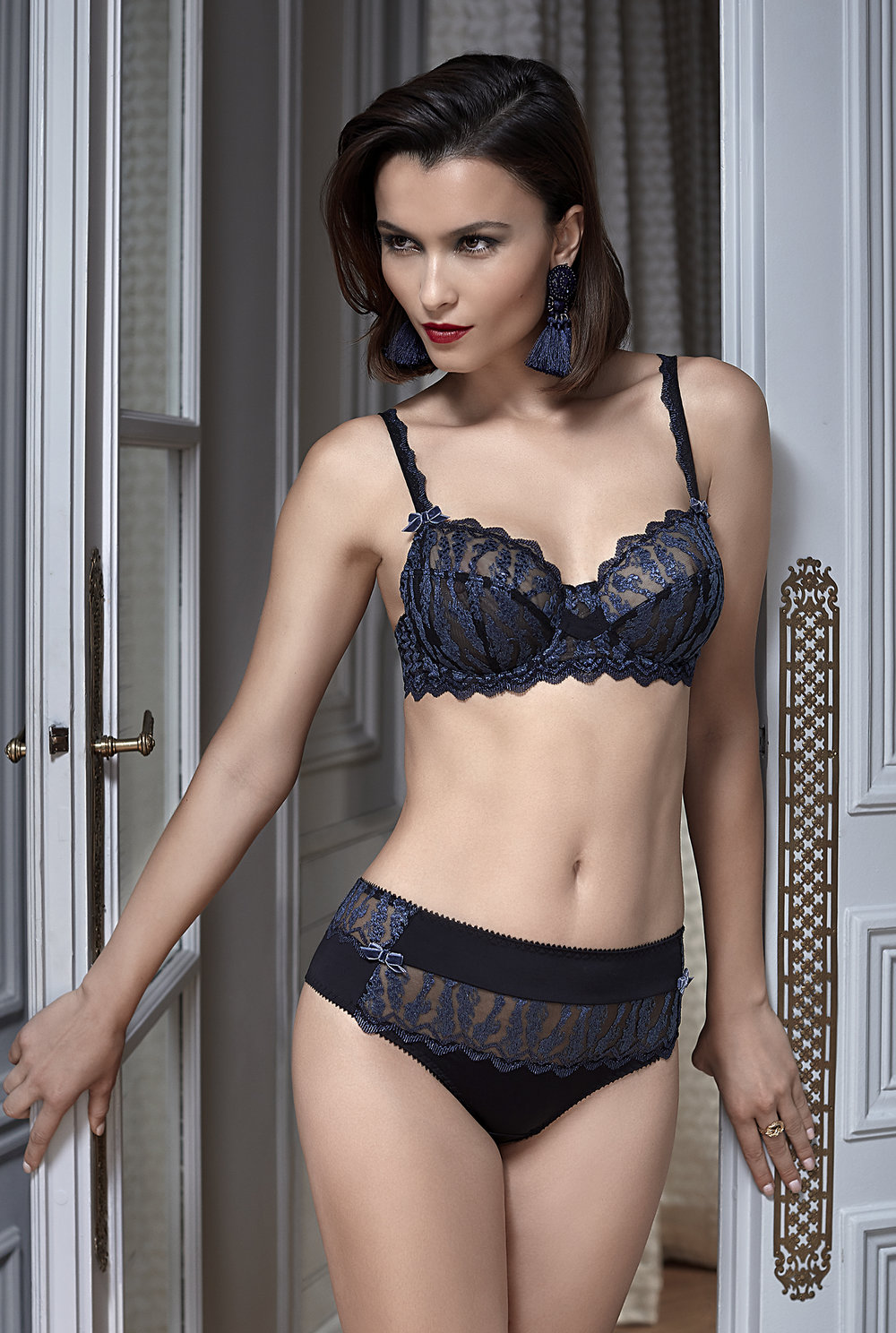 Passion Secrète   full-coverage balconnet, sizes 100 c ; 85 to 100 d, e, f : $97  Shorty, sizes 36 to 46 : $59