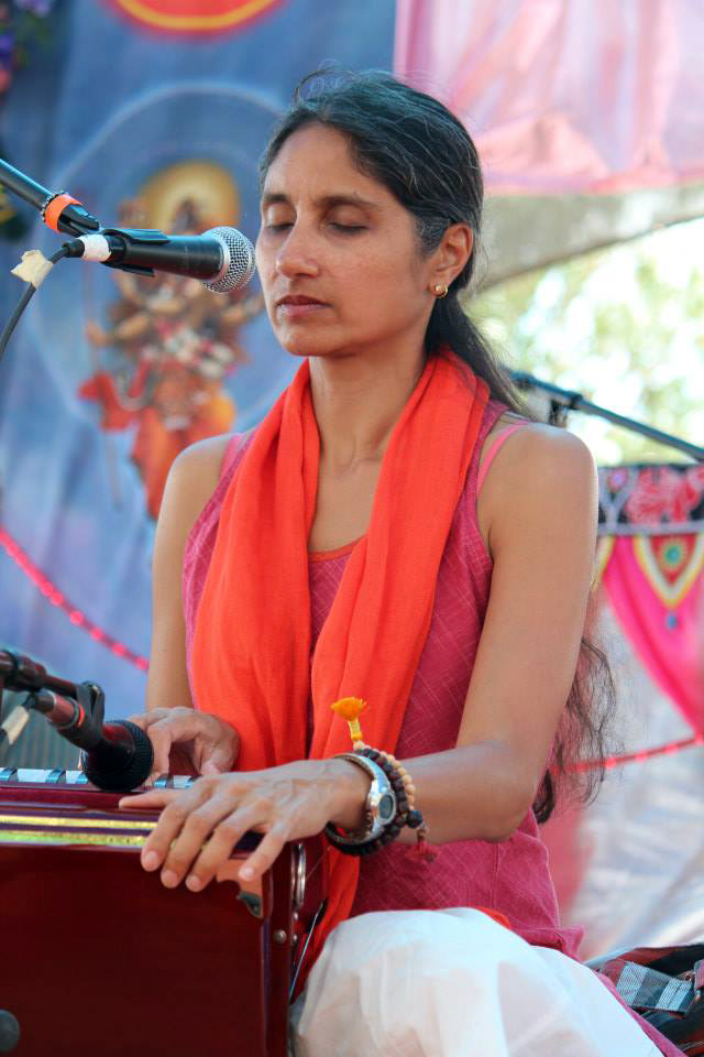 Nina singing at Bhaktifest in 2013