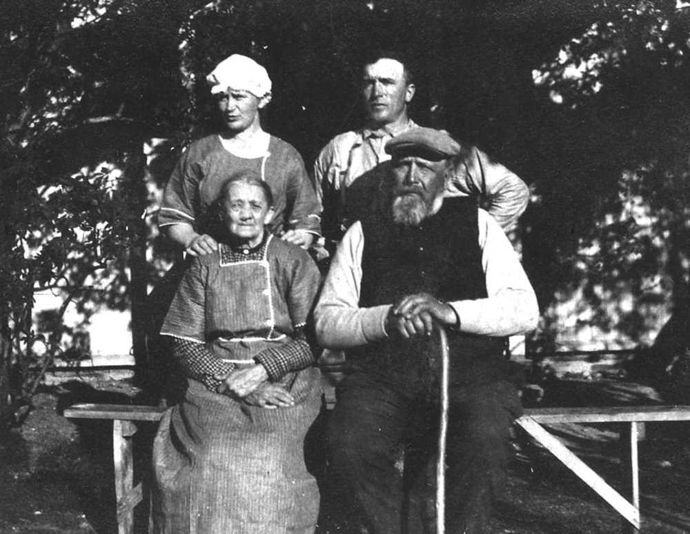 Julius and Axel w wifes 1910 M.jpg