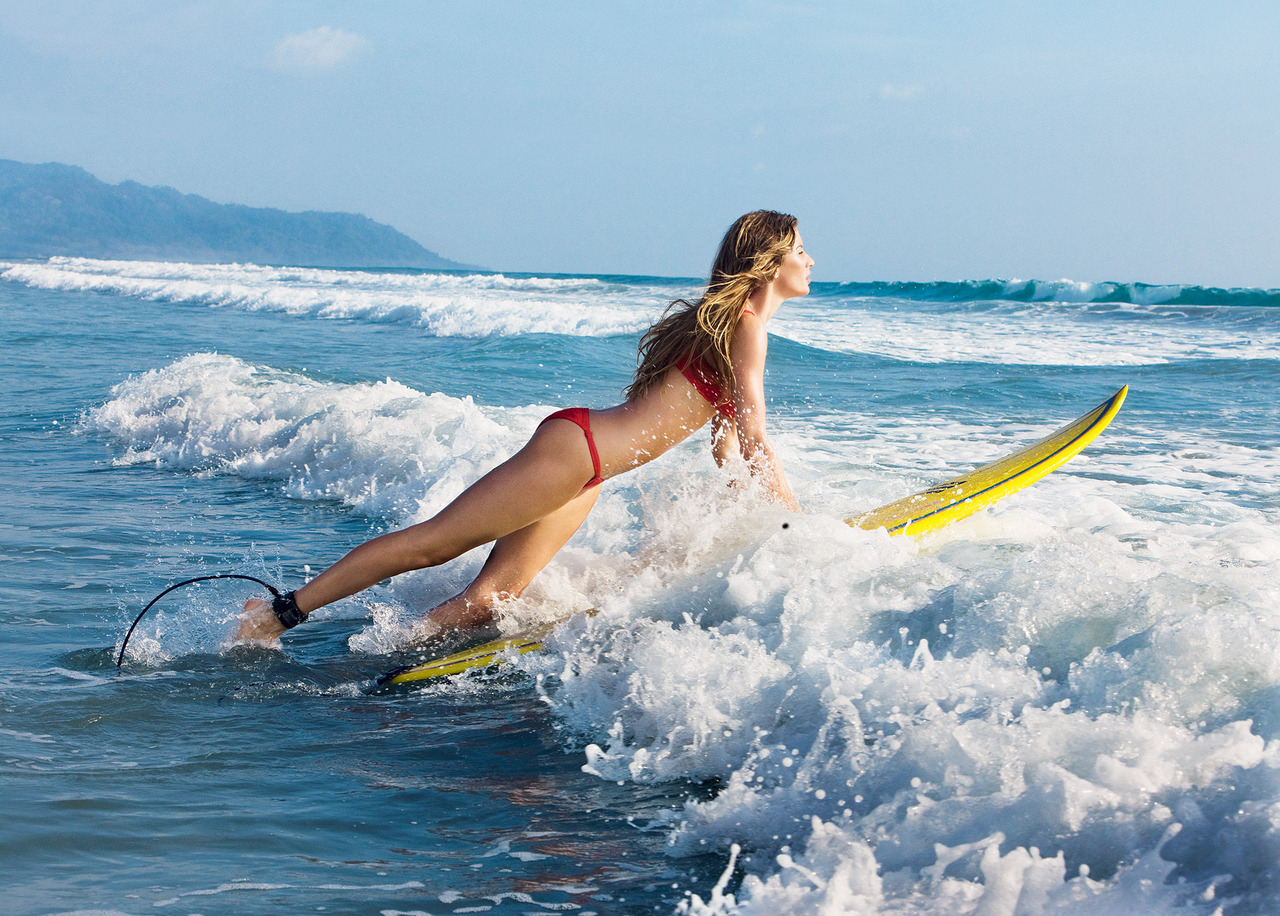 I wanna go surfing….    vogue :     Gisele Bündchen in  Vogue,  July 2010  Photographed by Patrick Demarchelier   See the slideshow
