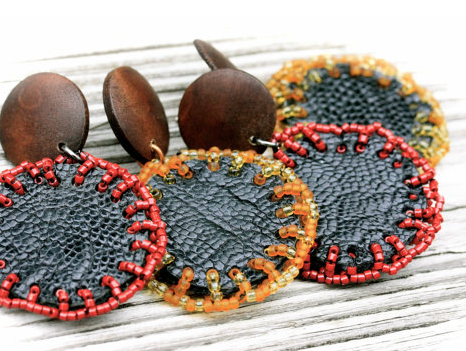 Wood and leather earrings by Rebel Ideal
