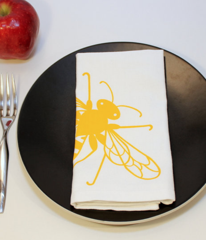 Bee cloth napkin set from Titiluli
