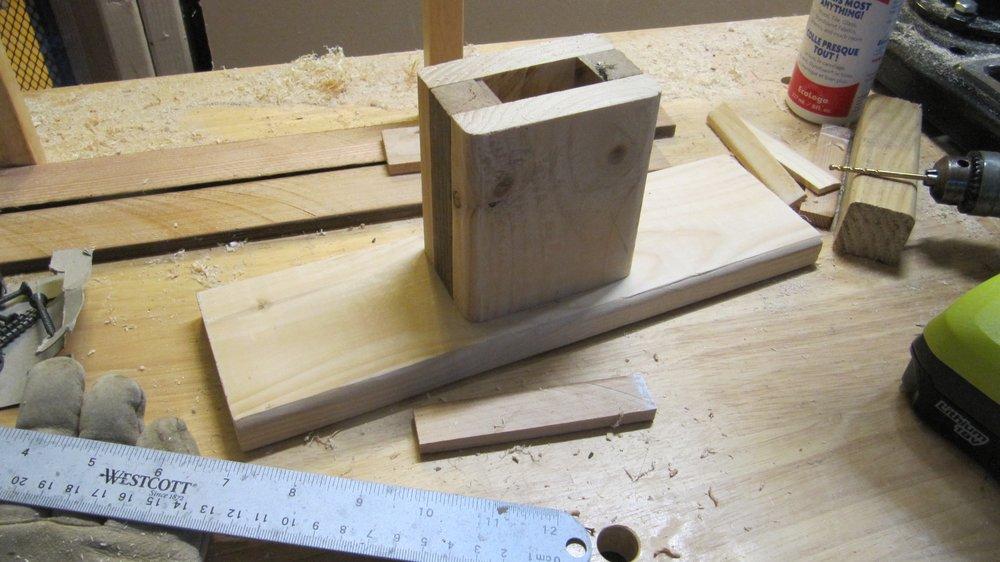 The assembled leg stand