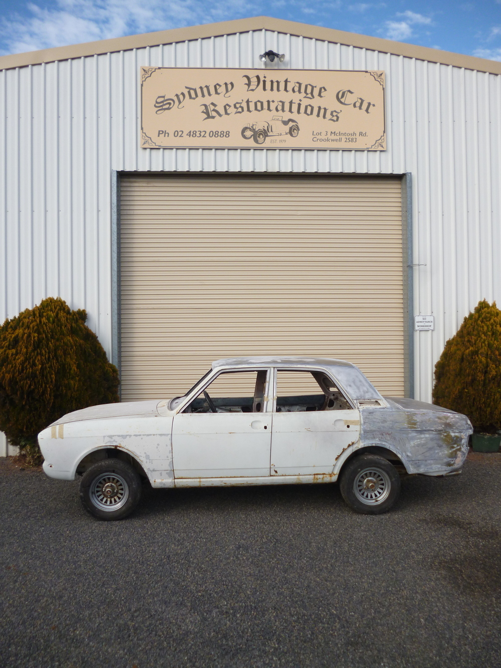 Ford Cortina (11).JPG