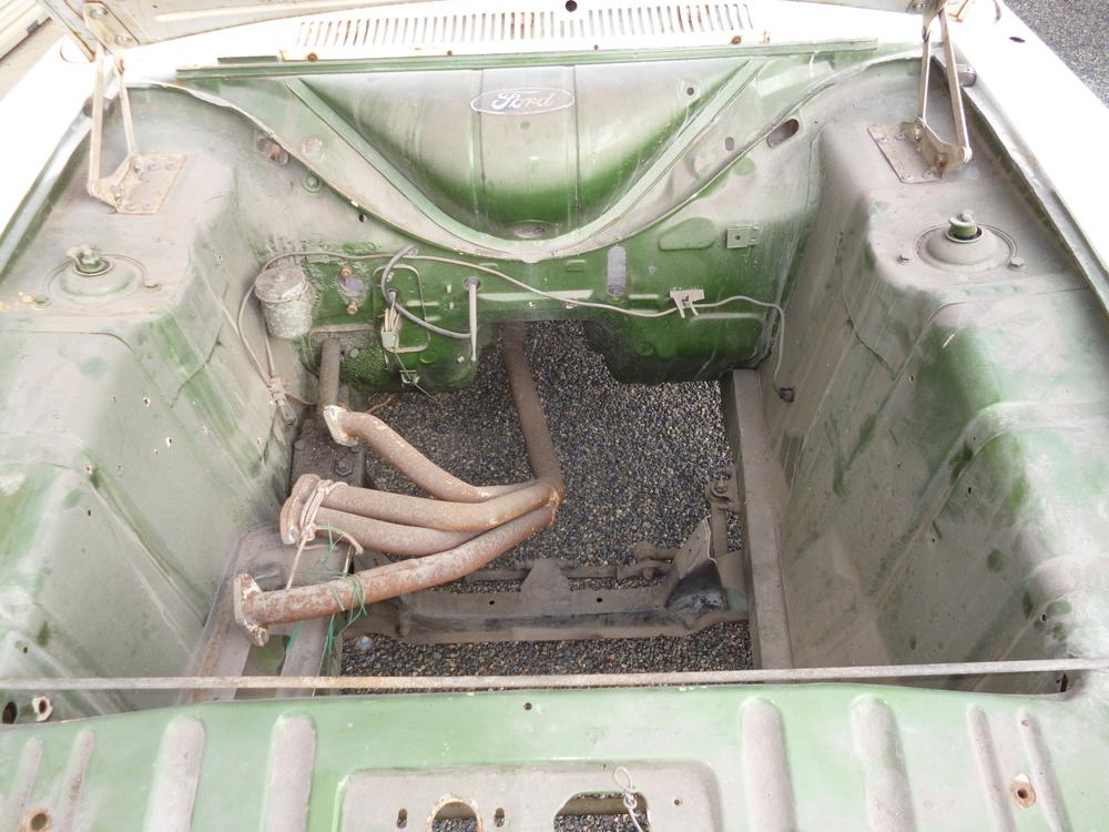 Ford Cortina (20).JPG