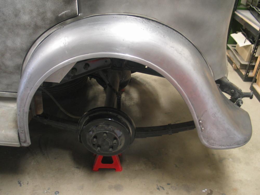 Chevrolet 1934 rear guard repair.
