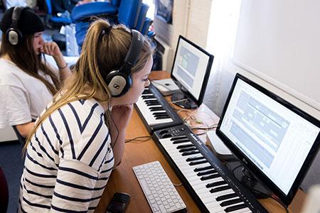 25 мая — 11 июня 2018 Работа в музыкальном редакторе Finale