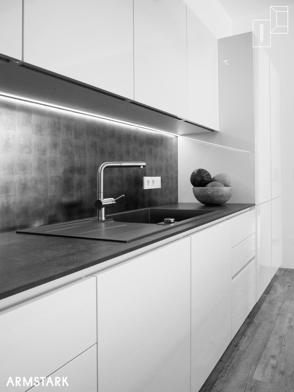 Küchenzeile mit Spüle