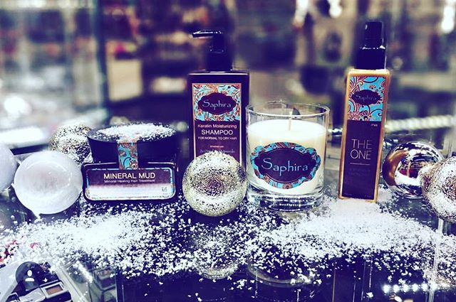 I'm dreaming of a white Christmas 🎄❄️☃️💙#happyholidays #holidayspecials #saphira #mineralmud #keratinmoisturizingshampoo #candle #theone #minerals #haircare #professional