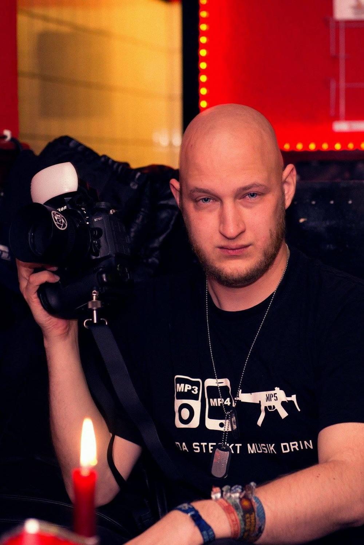 """Irgendein wichtigtuerischer, übellauniger Dilletant, der wieder mal nichts besseres zu tun hat als Leute mit seiner """"furchtbar teuren Kamera"""" zu nerven."""