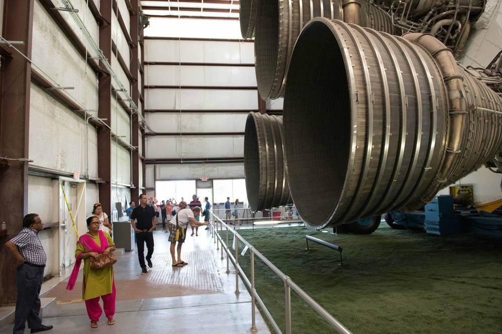 Ganz schön groß: Saturn V Haupttriebwerke.