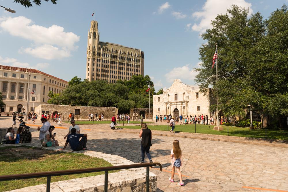 Das Alamo (r).